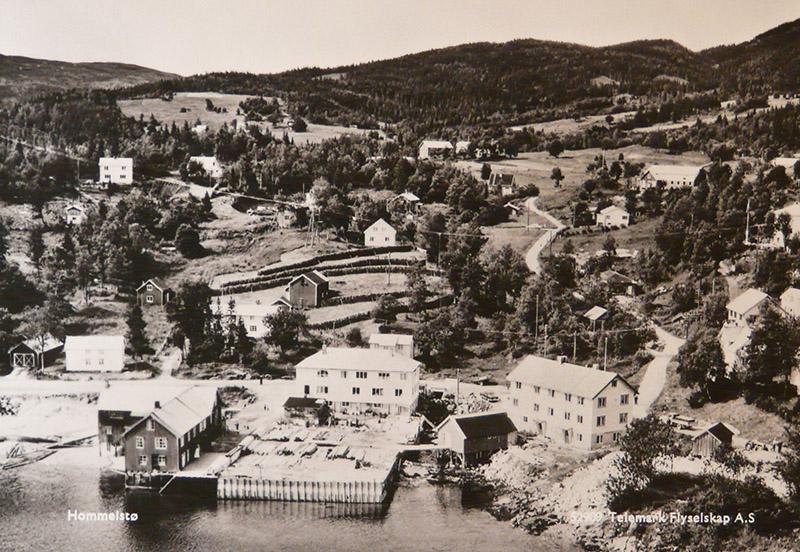 Herredshuset nede til høyre på 1950-tallet