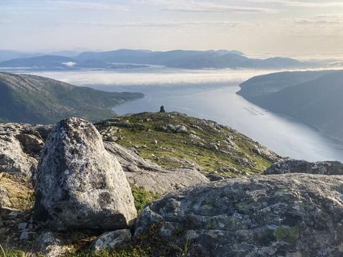Varden og utsikt utover Storfjorden